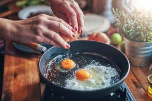【無断転載禁止】鶏鳴新聞2021年7月25日号  反動減で鶏肉11.0%減、鶏卵3.6%減 5月の家計調査購入量